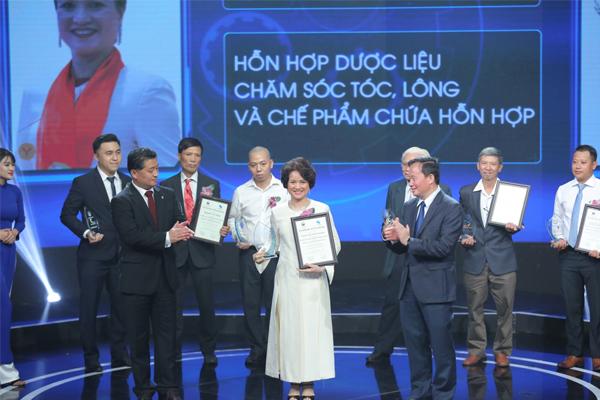 Sao Thái Dương lọt Top 10 Cuộc thi sáng chế 2018 với bộ sản phẩm chăm sóc tóc