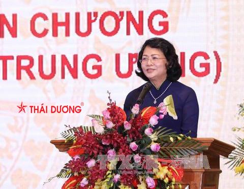 Phó chủ tịch tỉnh Hà Nam lựa chọn sản phẩm của Sao Thái Dương là quà tặng các đại biểu