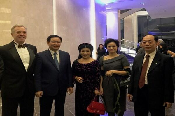 Sao Thái Dương đóng góp quỹ học bổng cho học sinh Việt Nam du học tại Mỹ